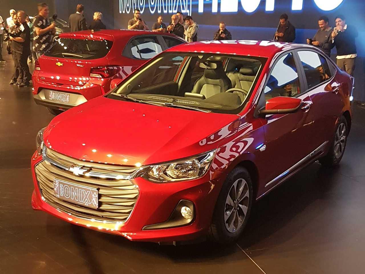 Acima a nova geração da gama Chevrolet Onix 2020