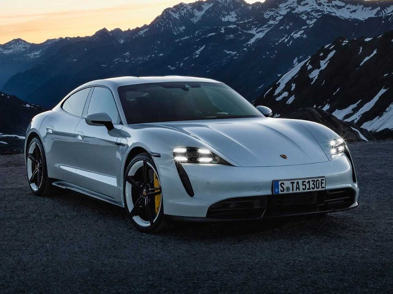 PorscheTaycan 2020 - ângulo frontal