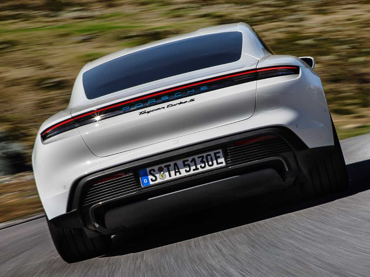 PorscheTaycan 2020 - traseira