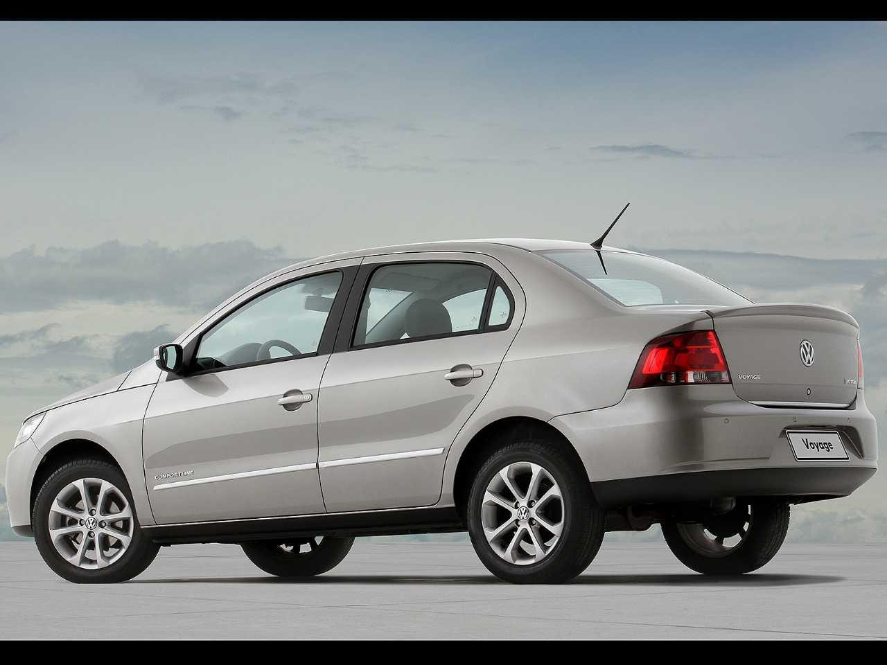 VolkswagenVoyage 2012 - ângulo traseiro