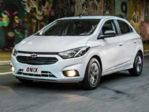 Chevrolet Onix lidera vendas no último mês da antiga geração