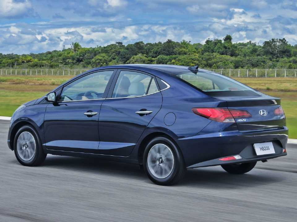 HyundaiHB20S 2020 - ângulo traseiro