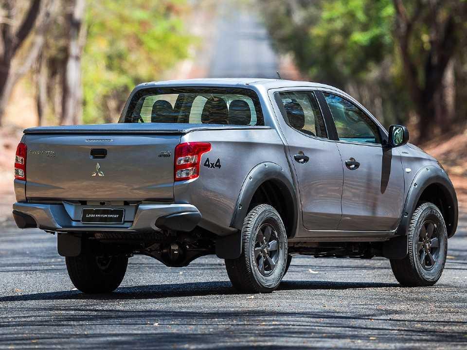 MitsubishiL200 Triton 2020 - ângulo traseiro