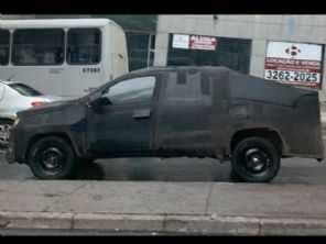 Flagra revela o interessante porte da nova Fiat Strada 2021