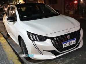 Novo Peugeot 208 fabricado na Argentina é flagrado sem disfarces