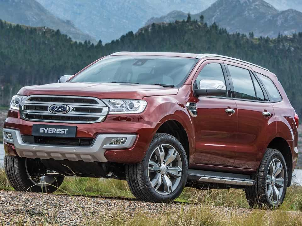 Acima o Ford Everest, SUV derivado da Ranger
