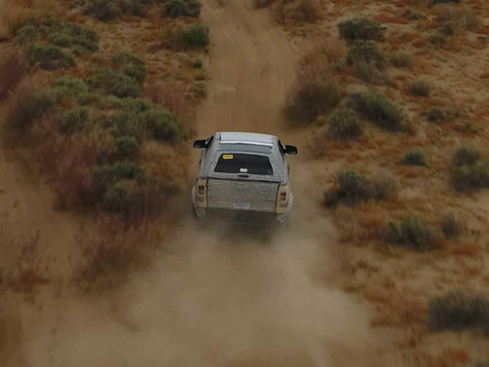 Acima a única imagem divulgada da nova geração do Ford Bronco em teste