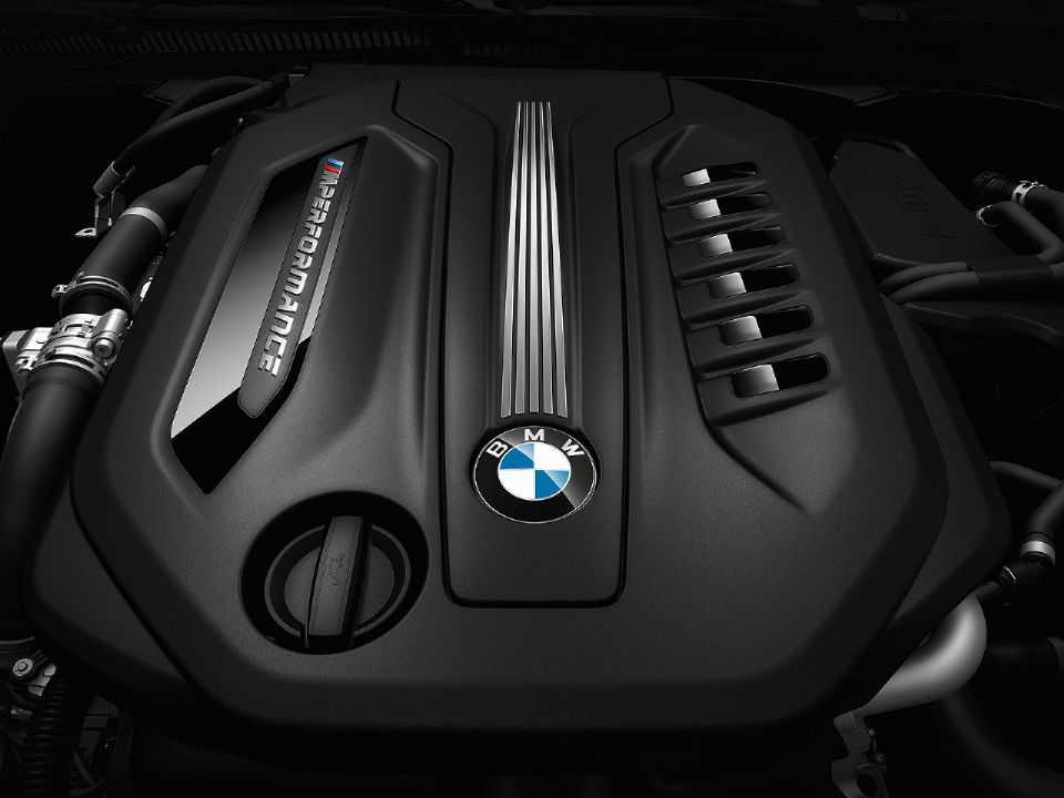 Acima o motor 3.0 diesel com 4 turbos presente em modelos como o BMW M550d xDrive