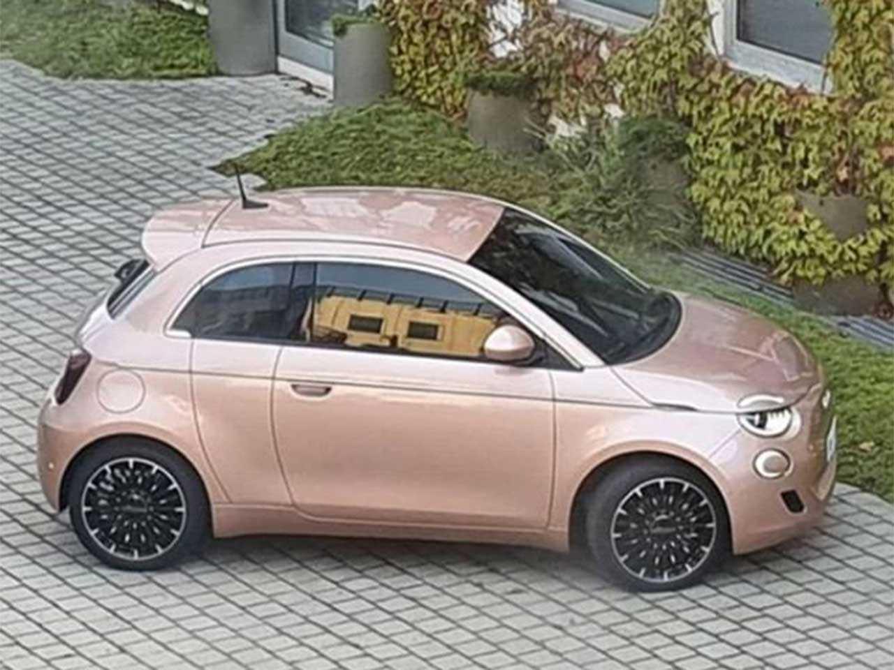 Flagra do Fiat 500 três portas