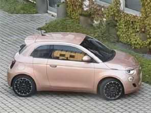 Flagra: inédito Fiat 500 ''Trepiùno'' é visto pronto na Europa