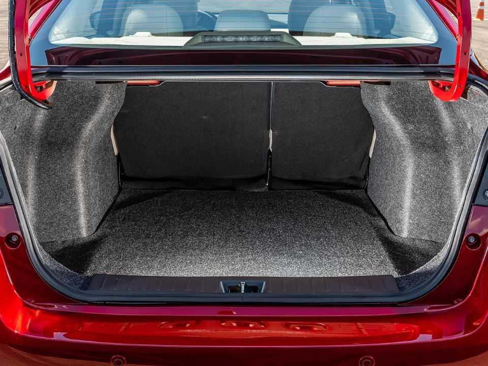 NissanVersa 2021 - porta-malas