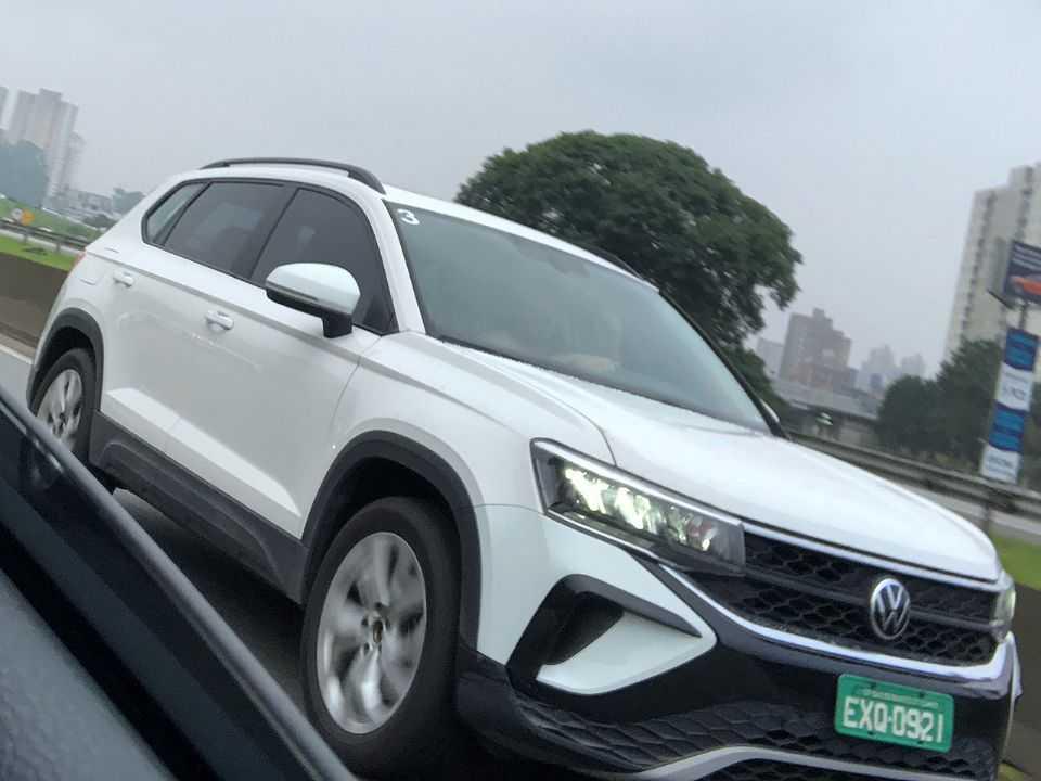 Flagra do novo VW Taos já circulando no Brasil