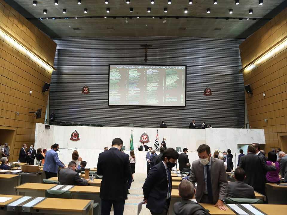 Deputados reunidos na Alesp para votação do Projeto de Lei 529 de 2020