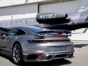 Quer um carro combinando com seu jato particular? Embraer e Porsche atenderam seu pedido