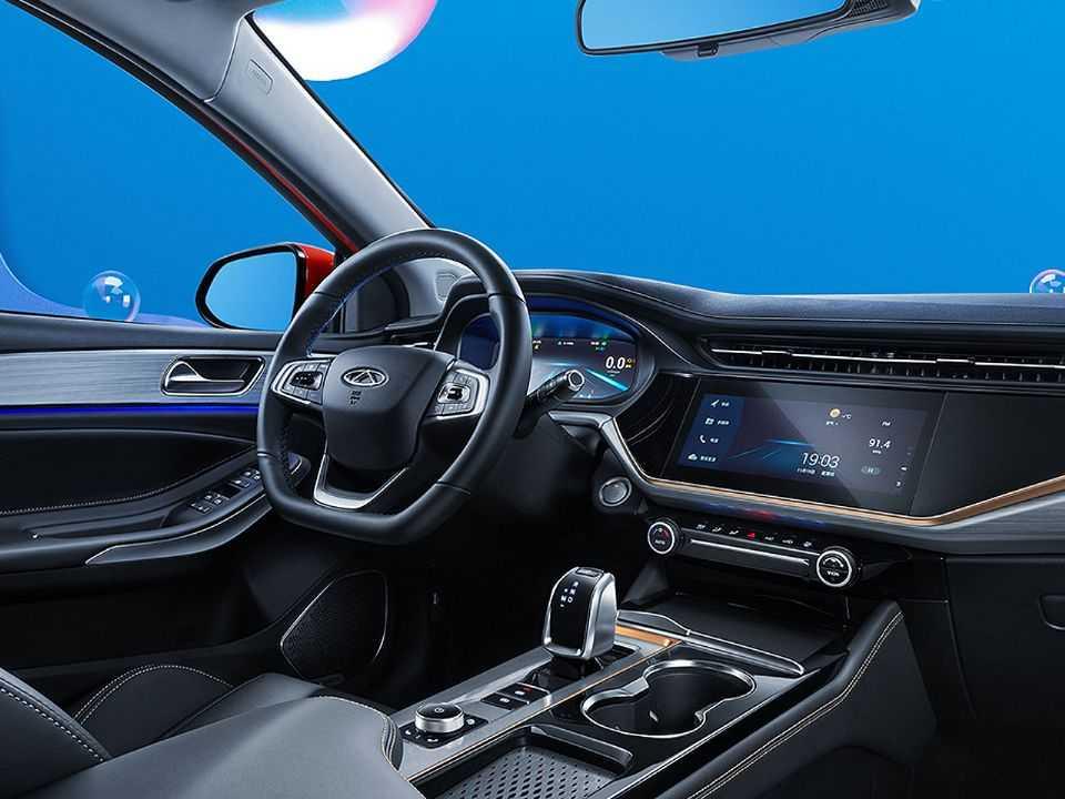 O painel do sedan da Chery ganhou cluster digital e novo layout