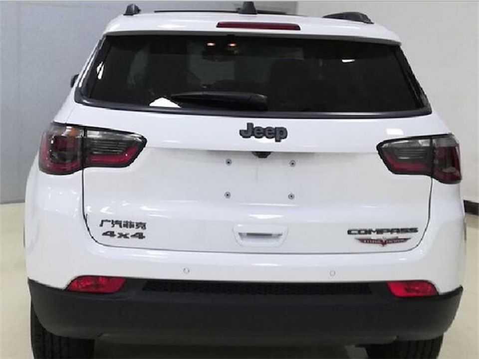 Flagra realizado na China antecipando o facelift do Jeep Compass