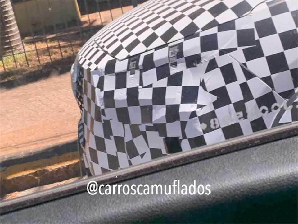 Flagra do CAOA Chery Tiggo 2 atualizado realizando testes no Brasil