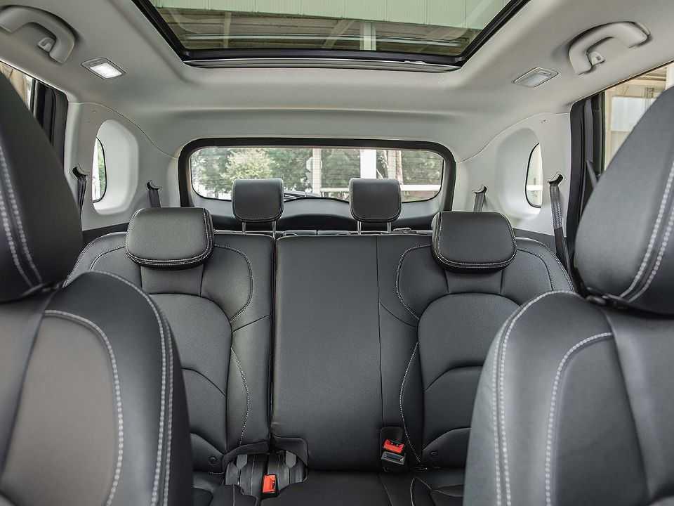 Detalhe do interior do novo Chevrolet Captiva em sua configuração 7 lugares
