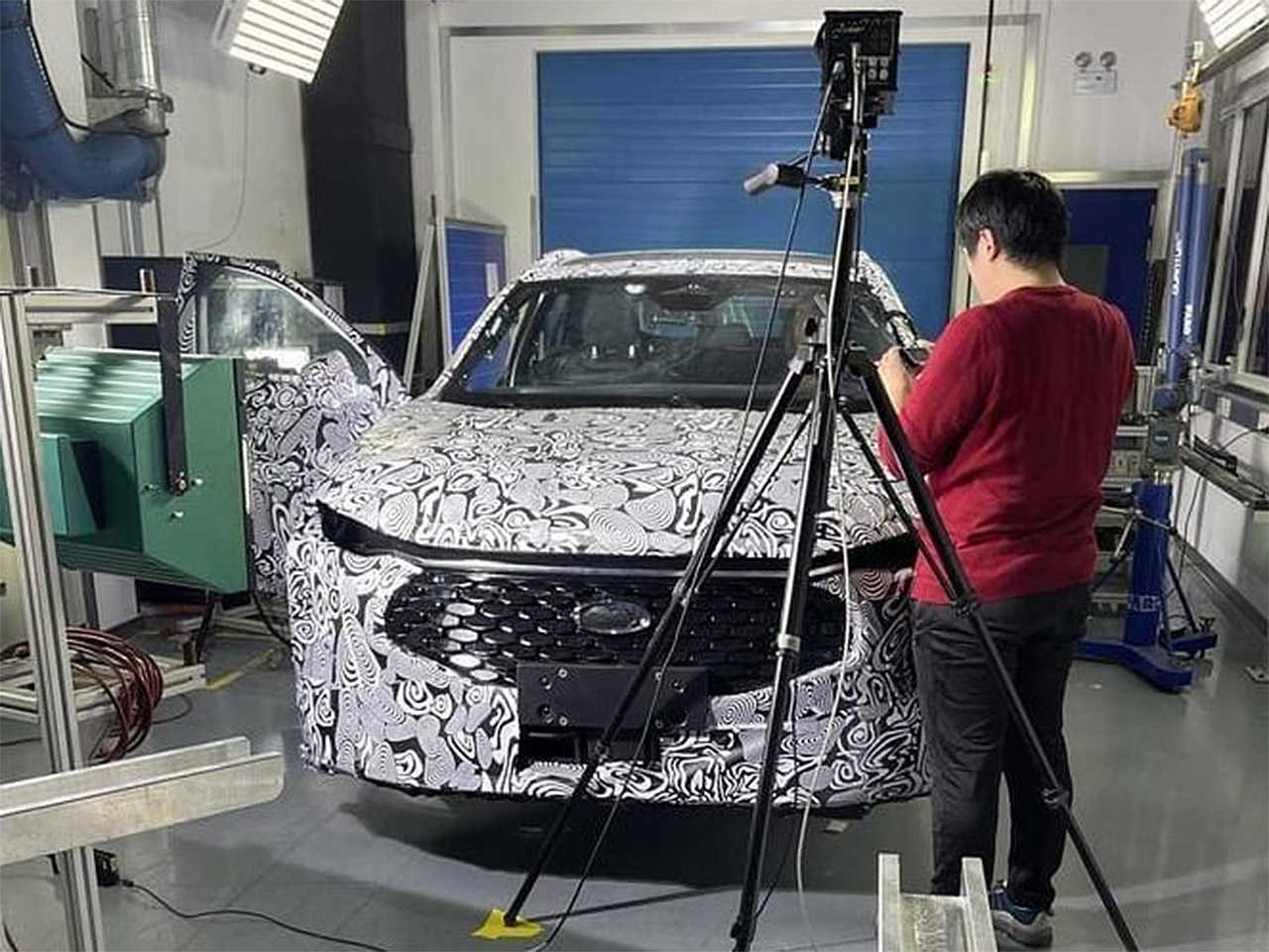 Na dianteira do novo Ford Fusion, destaque para a grade frontal bem destacada