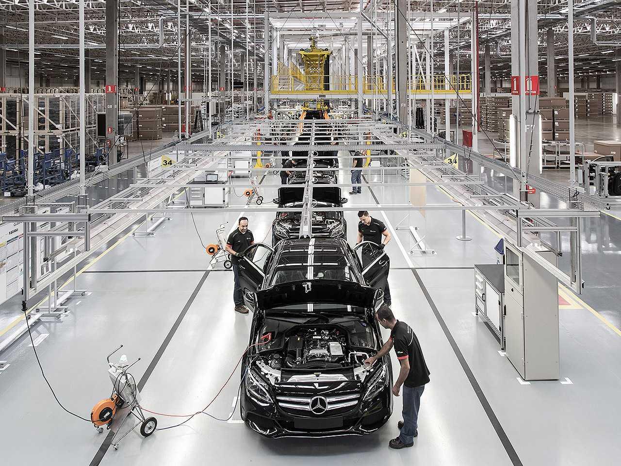 Acima o Mercedes-Benz Classe C produzido em Iracemápolis (SP): fábrica encerrou as operações neste ano