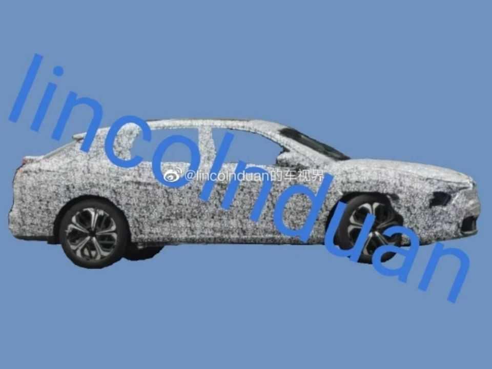 O novo Citroën C5 foi flagrado na China e chega em 2021