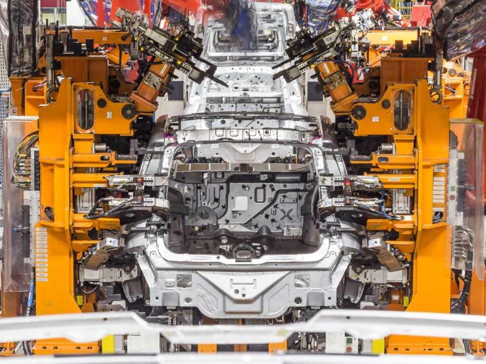 Linha de montagem da FCA: produção mundial de veículos em queda