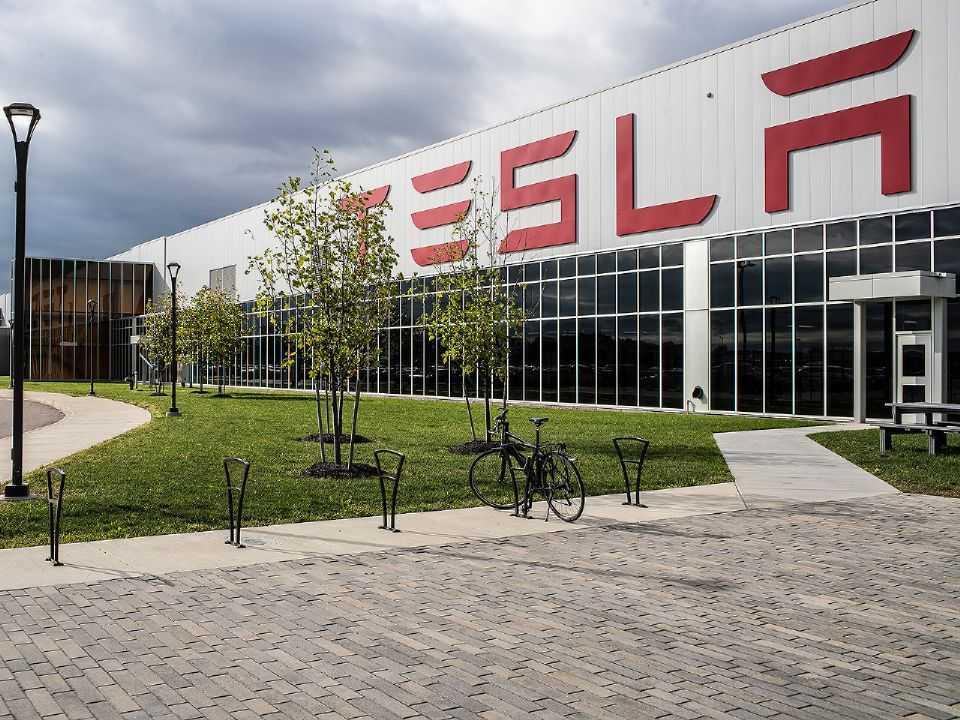Tesla poderia ser beneficiada por incentivos a carros elétricos no Brasil