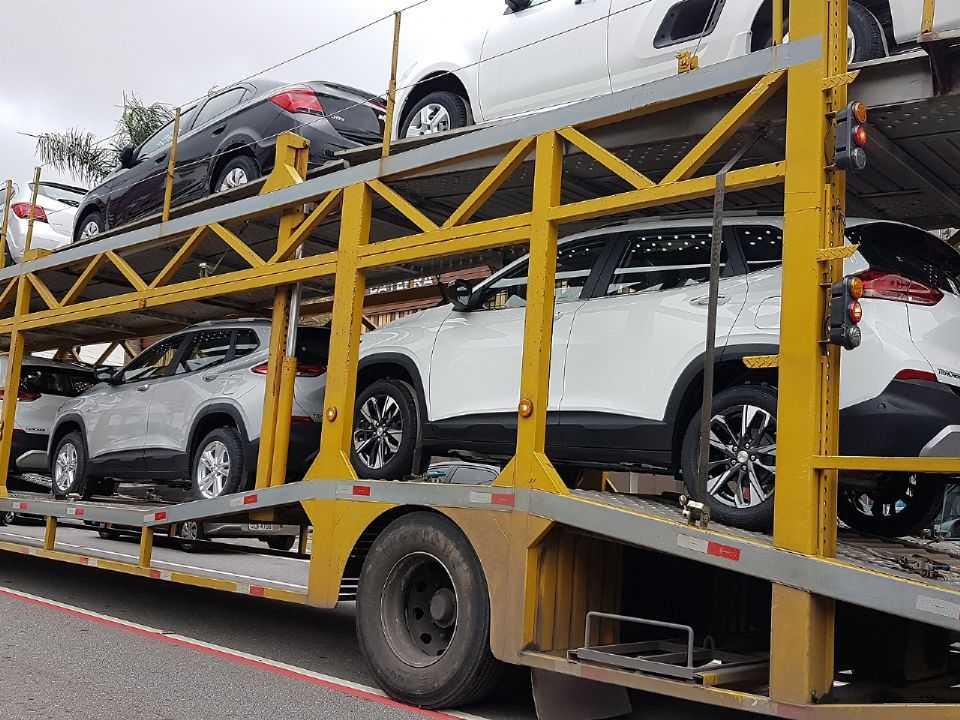 Unidades do novo Tracker deixando a fábrica da GM em São Caetano do Sul (SP)