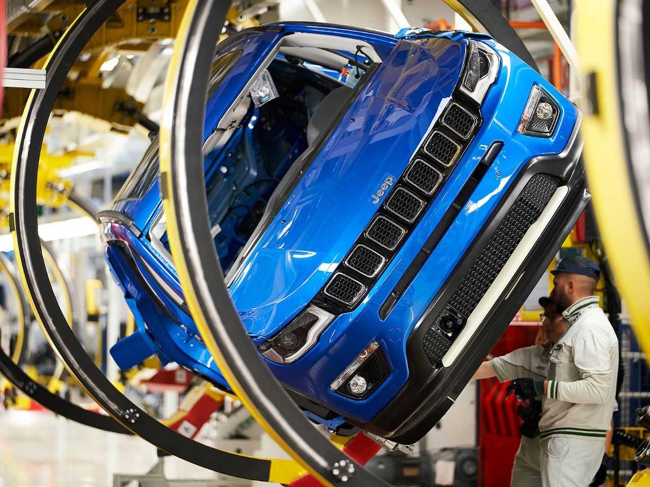 Jeep Compass na linha de produção da fábrica de Melfi, Itália