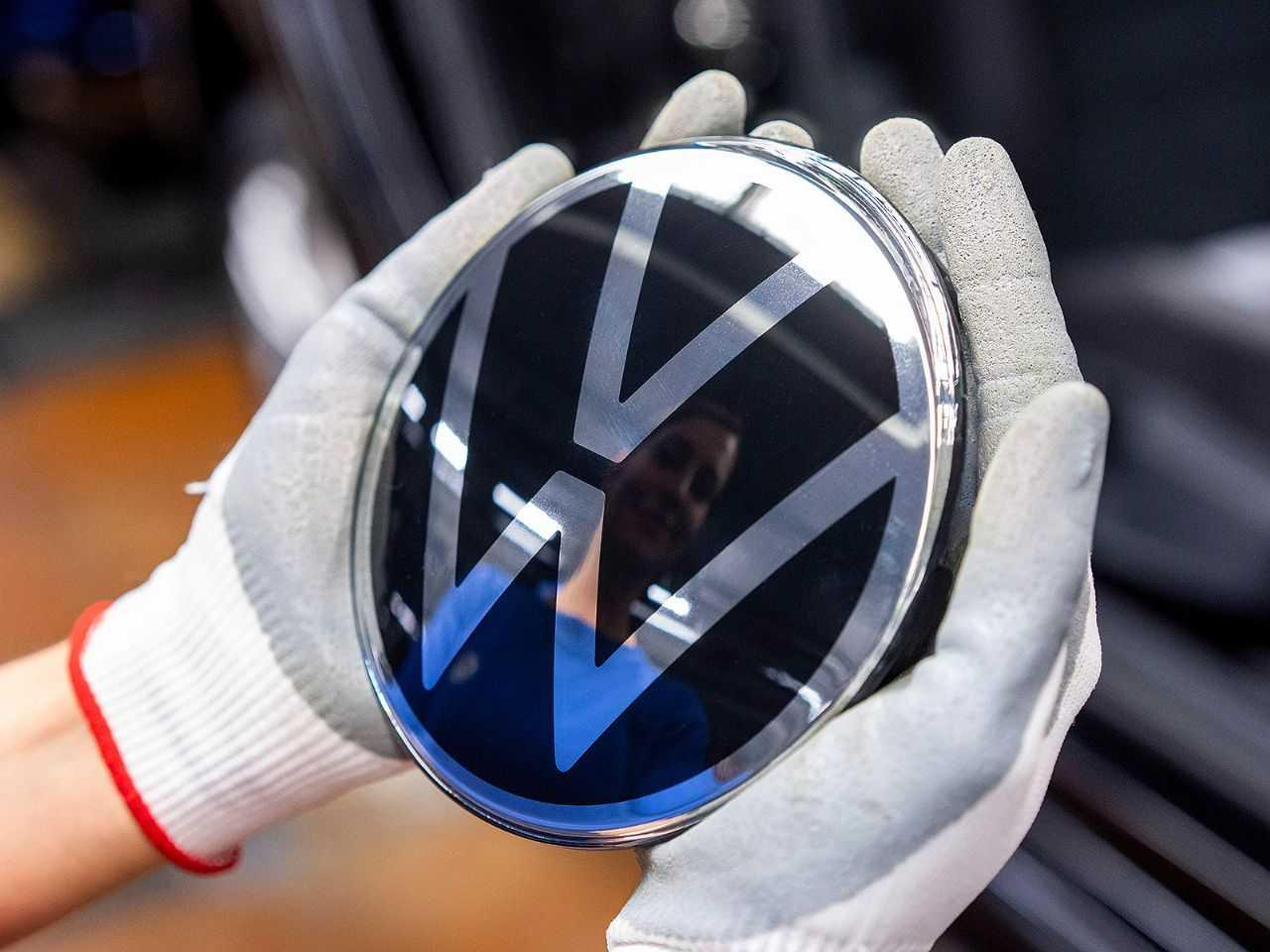 VW: perdas semanais da ordem de bilhões de euros com fábricas paradas