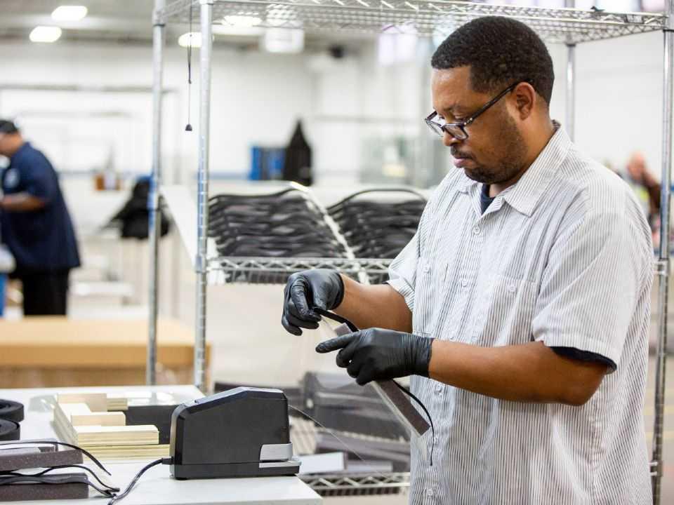 Produção de suprimentos médicos pela Ford nos EUA
