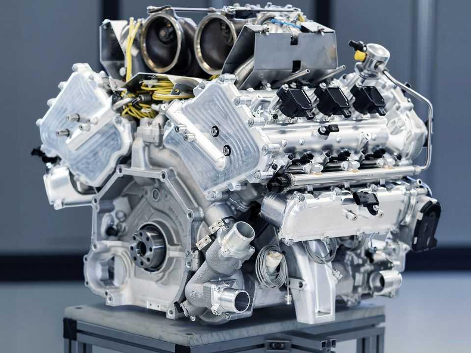 Acima o novo V6 desenvolvido pela Aston Martin