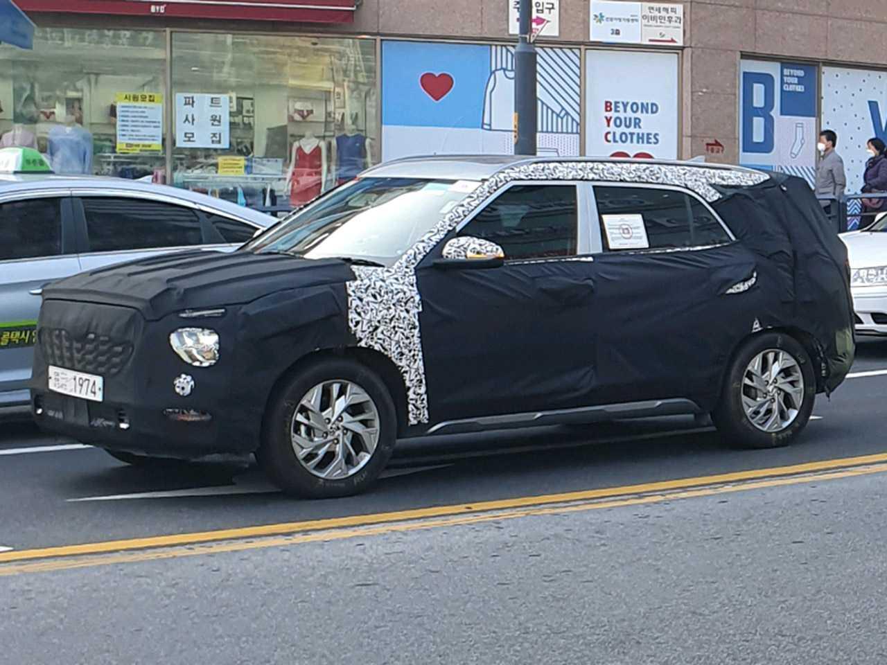 Flagra do inédito Hyundai Creta com 7 lugares