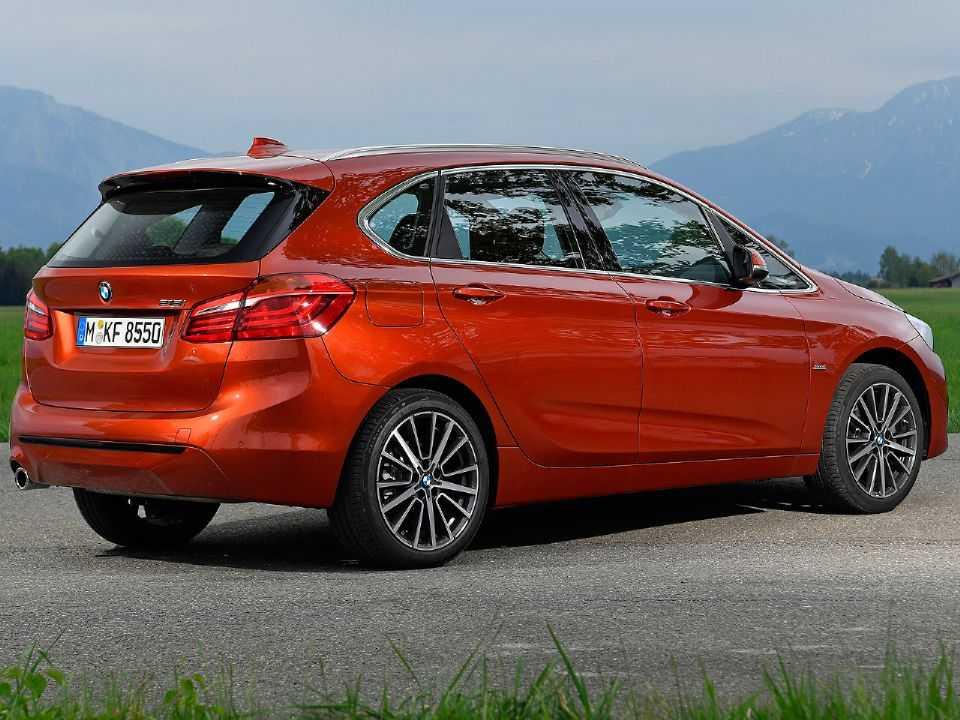 Acima o BMW Série 2 Active Tourer atualmente vendido na Europa