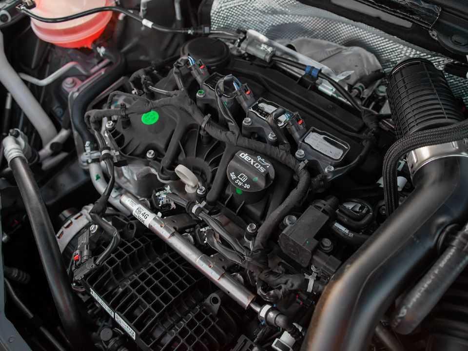Acima o motor 1.0 turbo da Chevrolet
