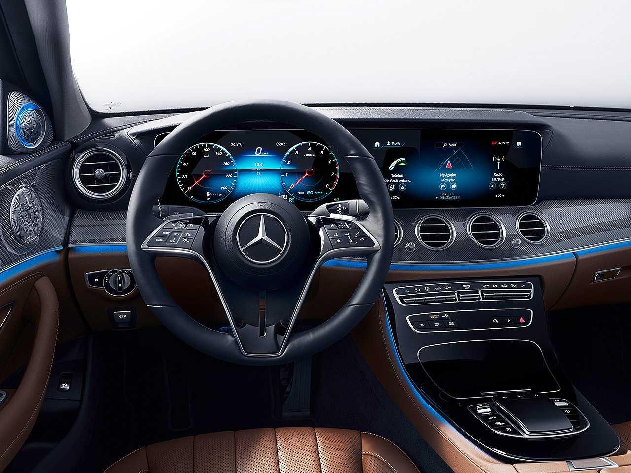 Detalhe do novo volante capacitivo da Mercedes-Benz que estreia no Classe E