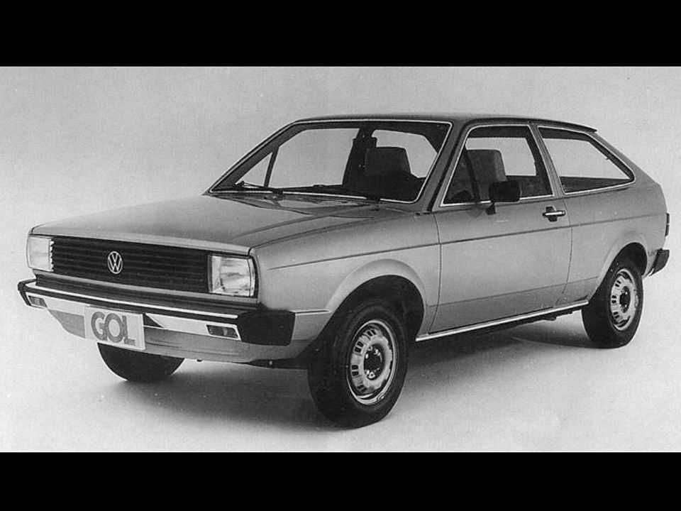 Acima o Volkswagen Gol em sua primeira geração