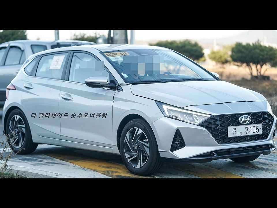 Flagra do novo Hyundai i20 circulando nas ruas
