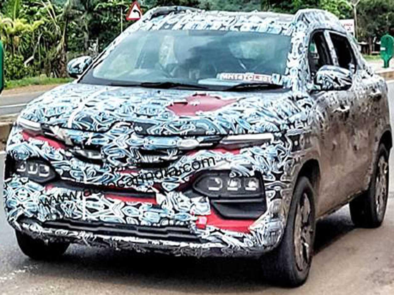 Flagra do inédito Renault Kiger em teste na Índia