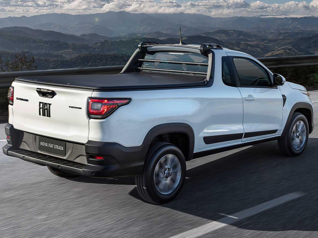 FiatStrada 2021 - ângulo traseiro