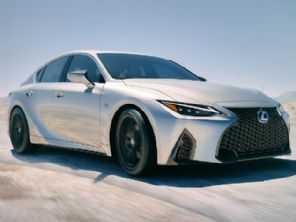 Ainda dúvida para o Brasil, Lexus IS 2021 estreia com visual repaginado