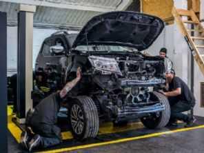 Oficina britânica coloca motor de 1.000 cv em uma Nissan Frontier