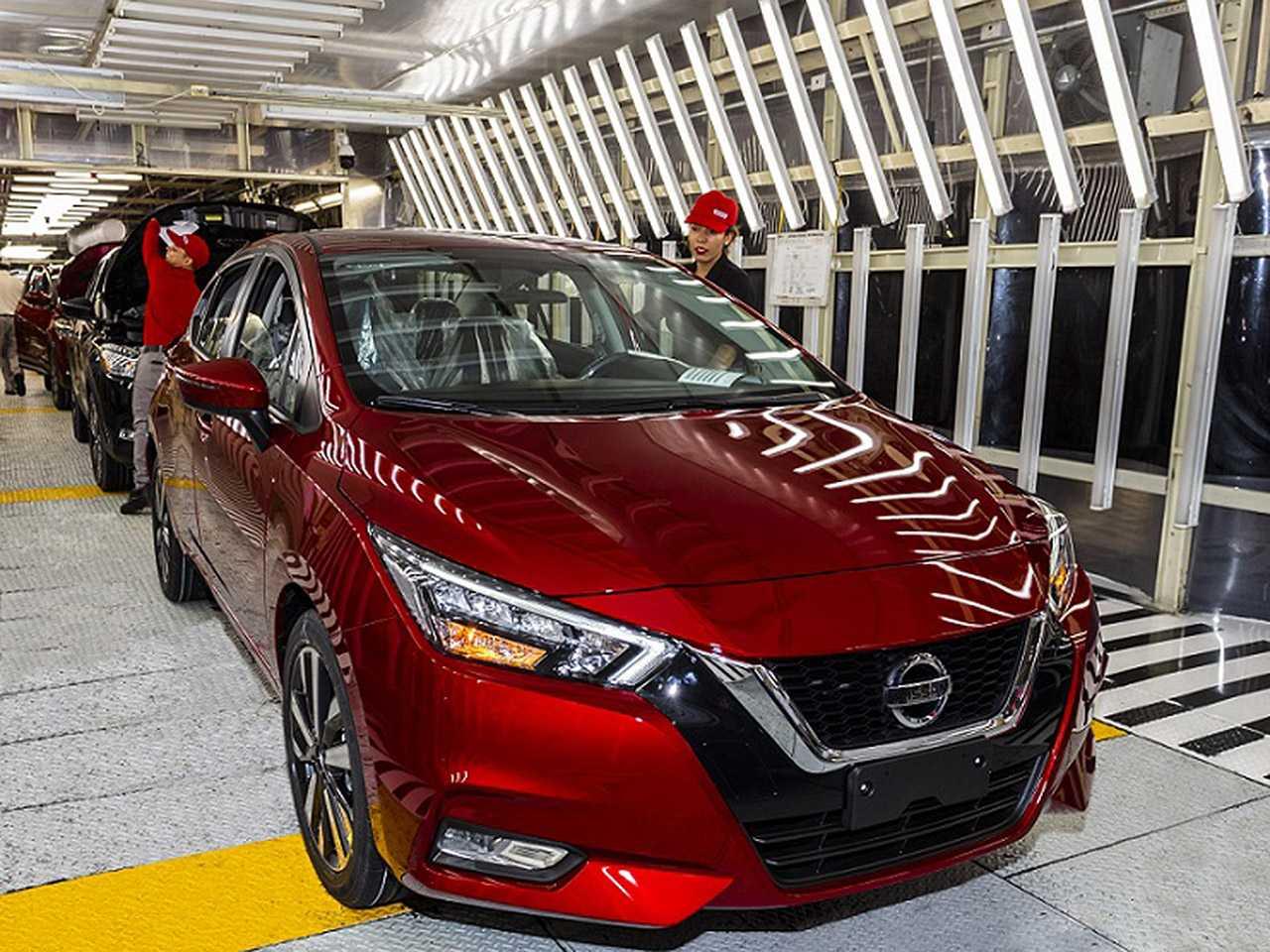 Linha de produção da Nissan no México: unidades do novo Versa a caminho do Brasil