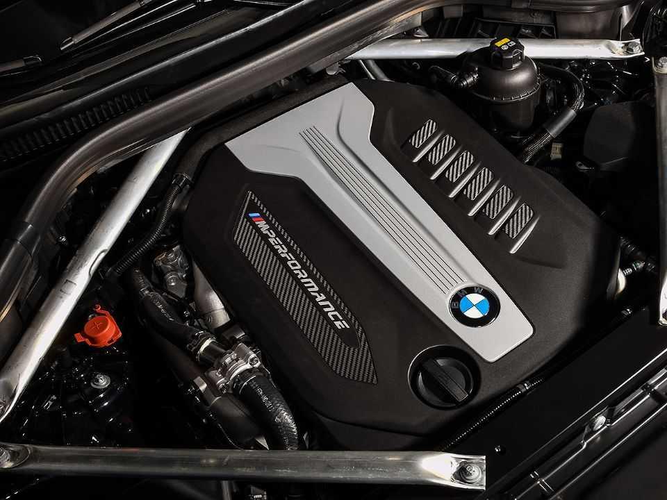 Detalhe do motor 3.0 diesel equipado com 4 turbos