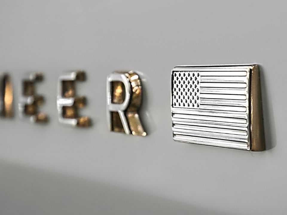 Logotipo revelado pela Jeep em suas redes sociais confirma o nome Wagoneer