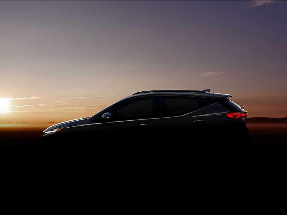 Chevrolet antecipa a silhueta da inédito Bolt EUV: marca entrará no segmento de crossovers elétricos