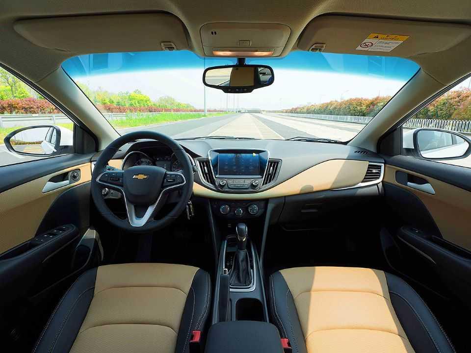 Interior do Chevrolet Monza vendido na China
