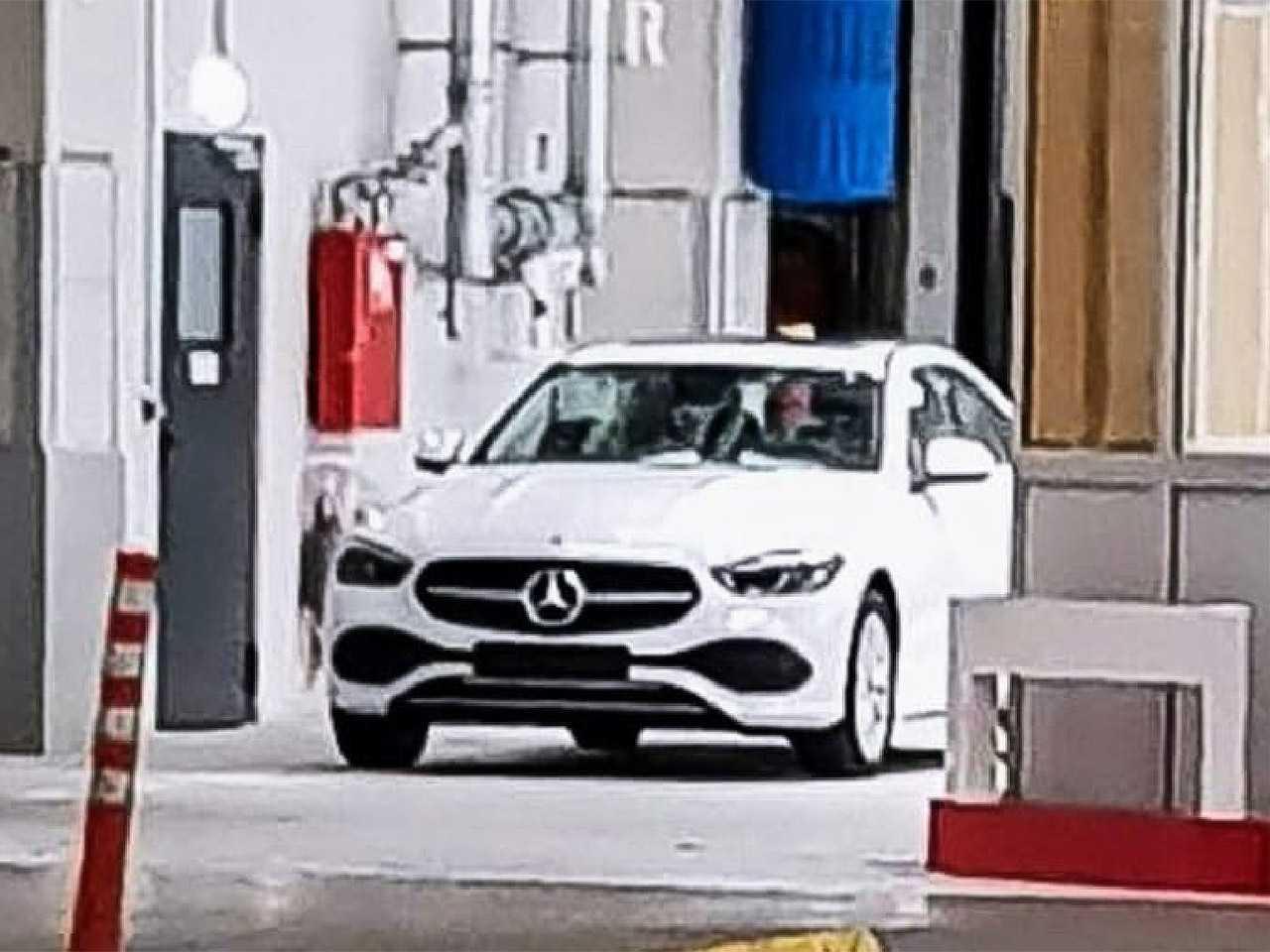 Flagra da nova geração do Mercedes-Benz Classe C em teste na Europa