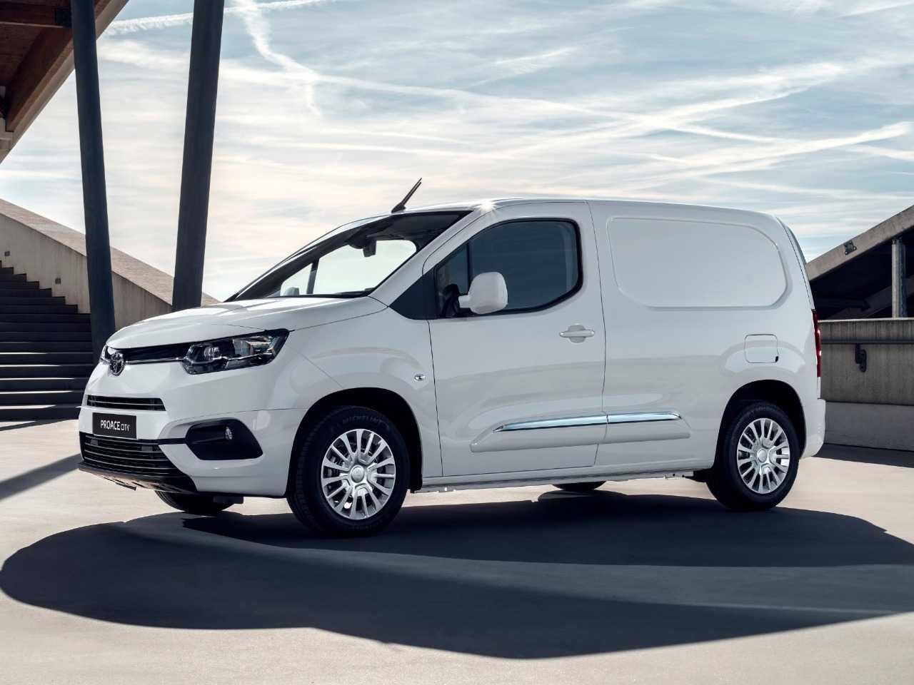 Toyota ProAce na Europa usa base de Peugeot Expert e Citroën Jumpy