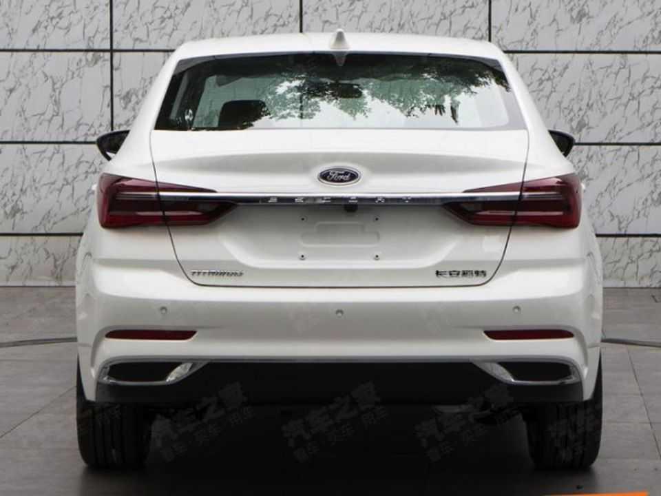 Novo Ford Escort chinês